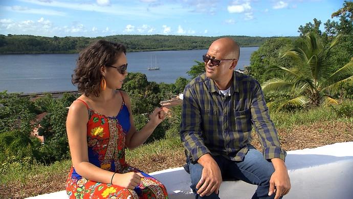 Diretor de cultura Ademar Santos que conta a história da cidade (Foto: TV Bahia)