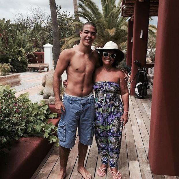 Sônia Nazario com o neto, Ronald (Foto: Reprodução/Instagram)