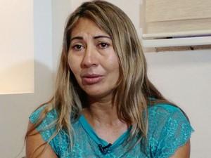 Iva Sampaio, irmã de Elias, disse que a família chorou muito ao receber doação (Foto: Lislaine dos Anjos/G1MT)