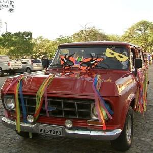 Paixão de amigos por carros antigos vira bloco  (TV Verdes Mares/Reprodução)