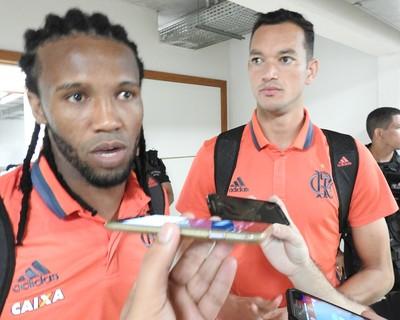 Réver e Rafael Vaz conversaram com a imprensa após o jogo (Foto: Fred Gomes/GloboEsporte.com)