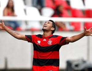 Hernane comemora gol do Flamengo contra o Quissamã (Foto: André Portugal / Vipcomm)