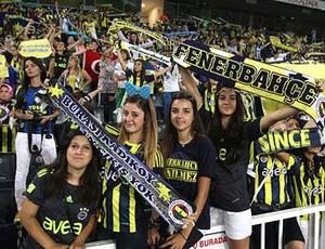 Torcida feminina do Fenerbahçe faz a festa (Foto: Divulgação)