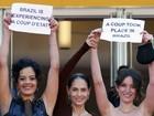 Sônia Braga e elenco de 'Aquarius' protestam no Festival de Cannes