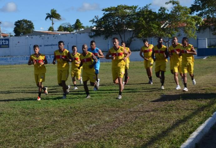Elenco do Santa Cruz de Santa Rita iniciou a preparação para o Campeonato Paraibano de 2014 (Foto: Yordan Cavalcanti / GloboEsporte.com/PB)