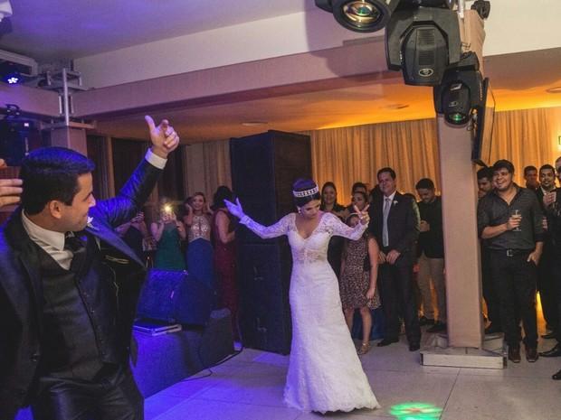 Noivos dançam forró Bora durante festa de casamento  (Foto: Vinicius Cantuares/Divulgação)