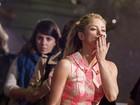 Shakira usa vestido curtinho para ir a première nos Estados Unidos