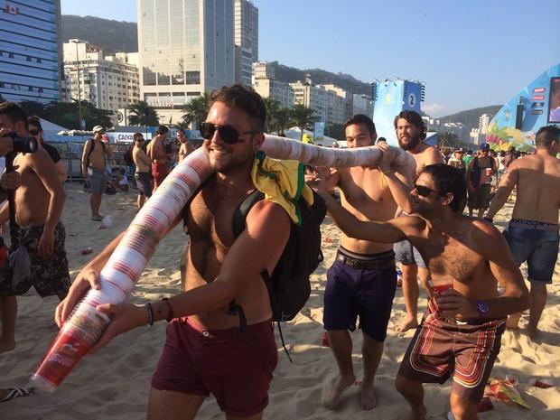 Turistas alemães recolheram lixo no Fifa Fan Fest (Foto: Nicole Seelinger/Arquivo pessoal)