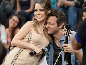 """Sandy e Lucas """"grávidos"""" de Theo (Foto: TV Globo)"""