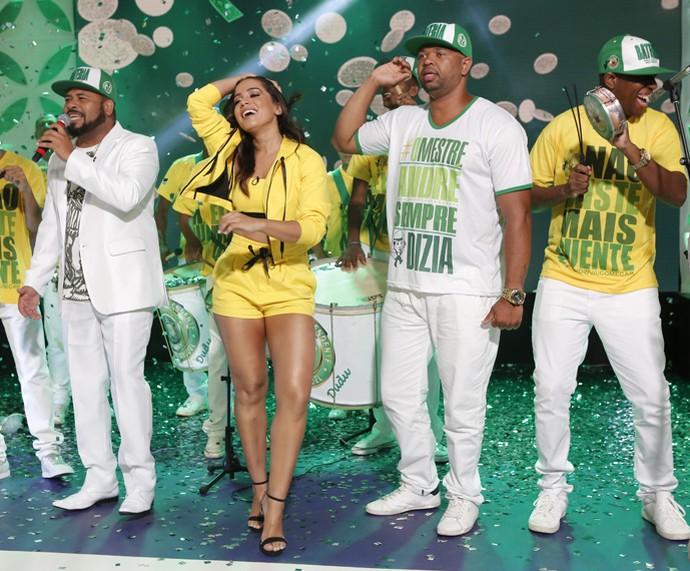 Anitta samba com a bateria da Mocidade (Foto: Fábio Rocha / Gshow)
