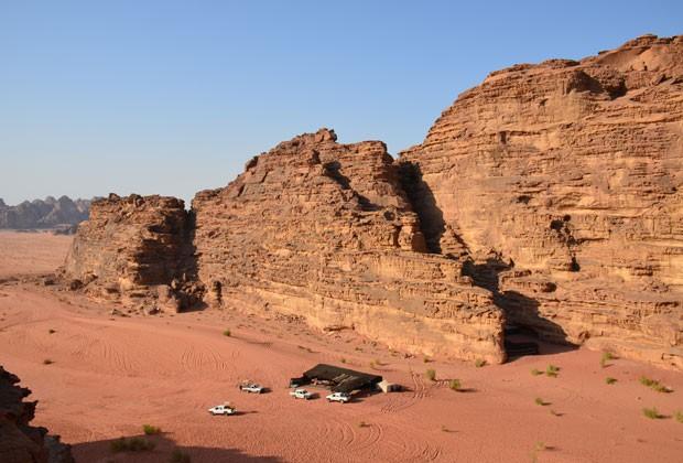 Vista do deserto de Wadi Rum do alto de uma duna (Foto: Juliana Cardilli/G1)