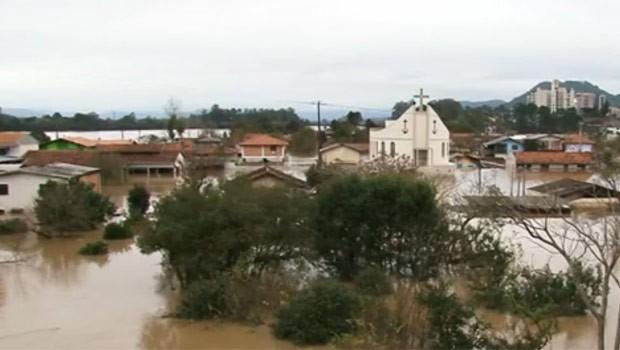 Nível do rio continua alto na zona urbana de União da Vitória (Foto: Reprodução)