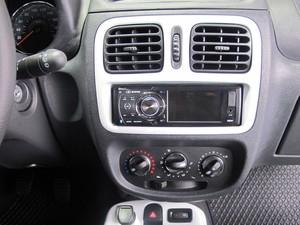 Acabamento interno do Clio foi melhorado (Foto: Priscila Dal Poggetto/G1)