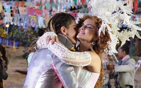 Gina encontra a felicidade nos braços de Nando (Pedro Curi/TV Globo)