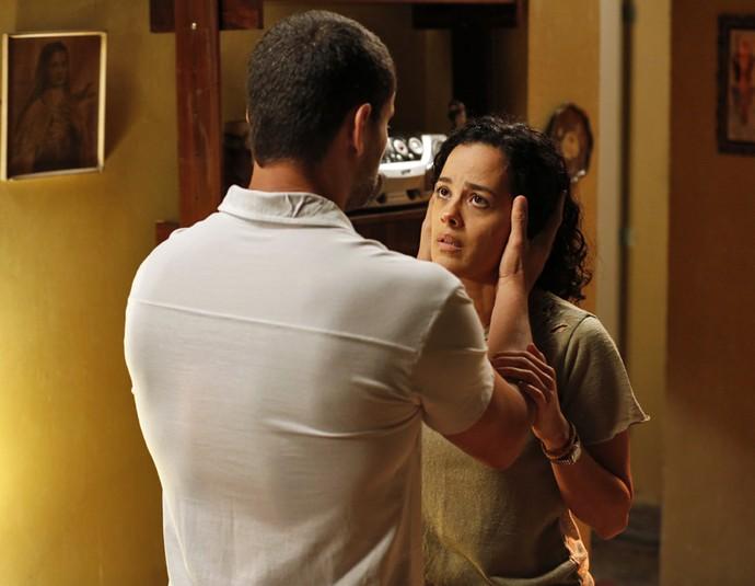 César garante a Domingas que vai voltar (Foto: Ellen Soares / Gshow)