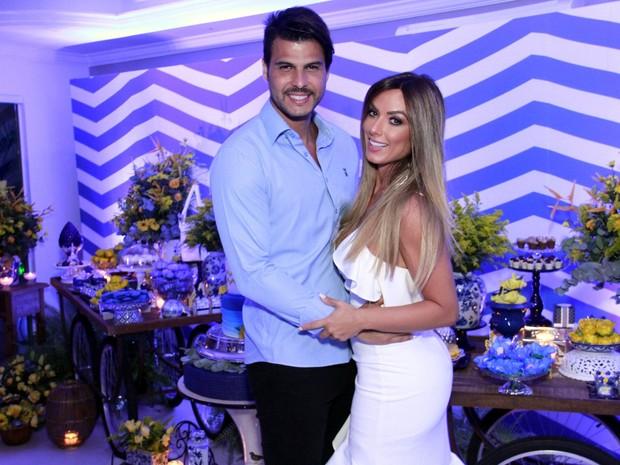 Nicole Bahls e o namorado, Marcelo Bimbi, em festa na Zona Oeste do Rio (Foto: Marcos Ferreira/ Brazil News)