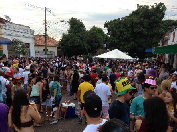 Concentração de foliões no Cordão Valú 2015, em Campo Grande (Foto: Leandro Oliveira/ TV Morena)