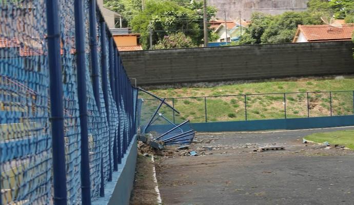 Estádio Luiz Perissionoto Paulínia alagamento (Foto: Isabella Tomiato)