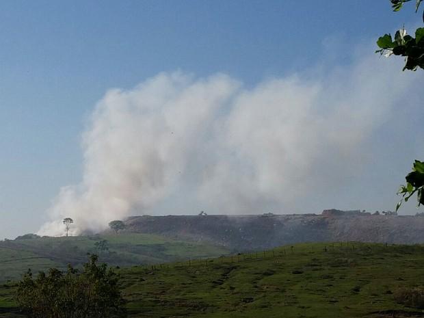 Incêndio foi registrado na manhã desta segunda-feira (31) (Foto: Gríssia Bueno/TV Fronteira)