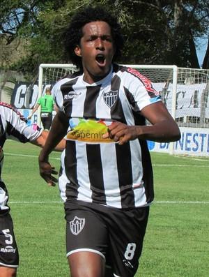 Gil Baiano comemora gol pelo Atlético-ES (Foto: Marcos Kito/MK News)