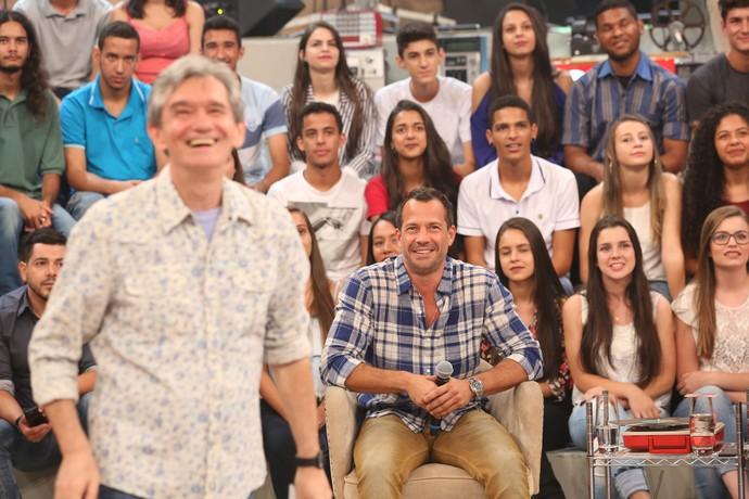 Malvino Salvador se diverte com vídeo de 'Blue Jeans' (Foto: Carol Caminha/Gshow)