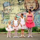 Pai de 3 bailarinas fotografa de tutu (Stafany Batista/Divulgação)
