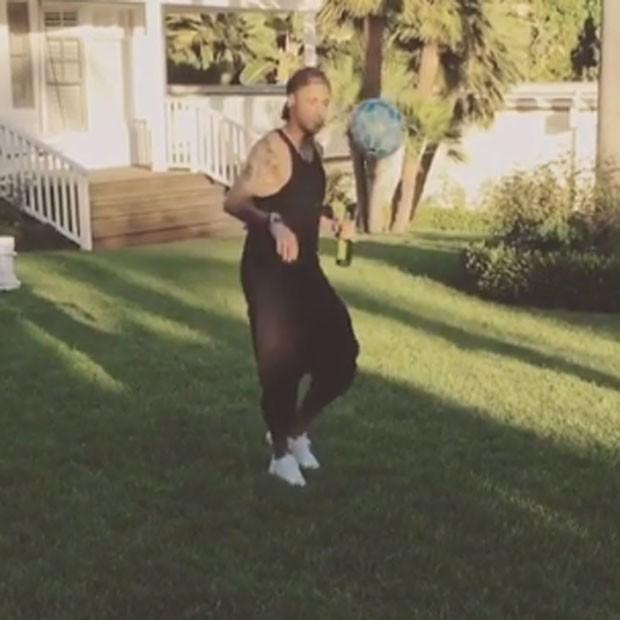 Neymar bate bola com Justin Bieber (Foto: Instagram/ Reprodução)