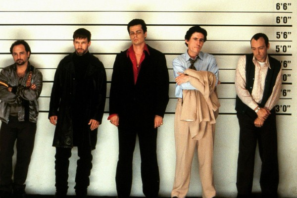 Cena de Os Suspeitos (1995) (Foto: Reprodução/Getty Images)