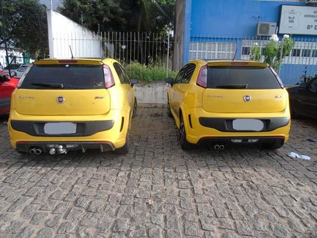 Carro clonado e original foram levados à delegacia (Foto: Divulgação/Polícia Civil do RN)