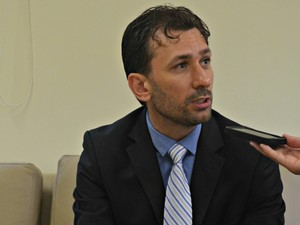 Procurador Rodrigo Fernandes fala sobre 11 mil servidores (Foto: Tácita Muniz/G1)