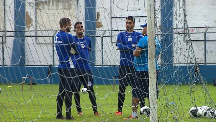 Jovens goleiros disputam a vaga de titular no Confiança para novo ano (Foto: Reprodução/TV Sergipe)