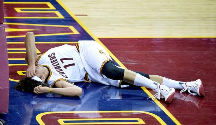 anderson varejão machucado Cleveland Cavaliers (Foto: Reuters)