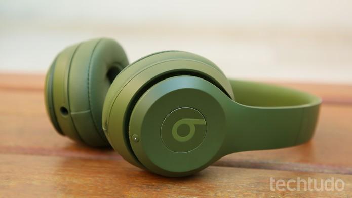 Beats Solo 3 tem visual discreto (Foto: Aline Batista/TechTudo)