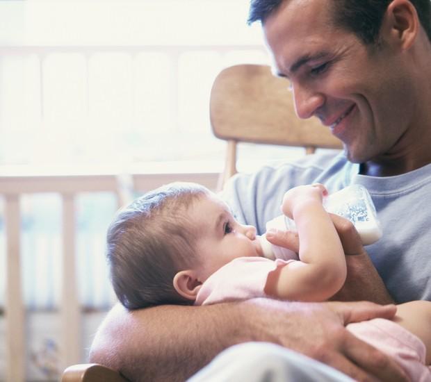 Pai: cuidado com os filhos é prioridade para a nova geração (Foto: Thinkstock)