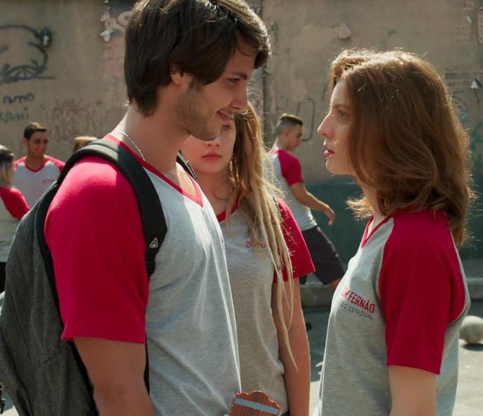 Lucas e Juliana vão causar na frente da galera! #Bapho (Foto: Tv Globo)