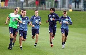 Dante treina com os companheiros no Wolsburg (Foto: Reprodução/Facebook)