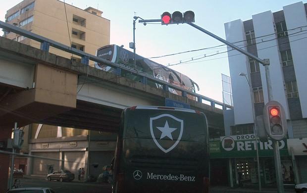 ônibus Botafogo Fluminense jogo (Foto: Fred Huber)