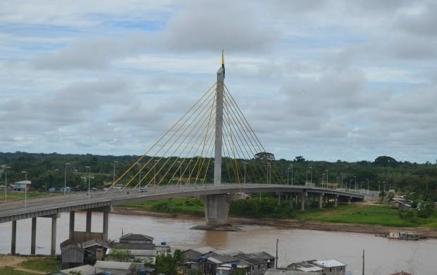 Equipe percorreu o trecho entre Taraucá e Cruzeiro do Sul, via BR-364 (Foto: Thiago Cabral/ TV Acre)