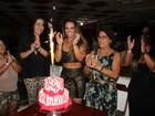 'Estou no lugar que eu amo', declara Vivi Araújo no aniversário do Salgueiro