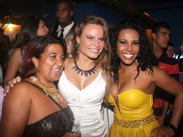 Ex-BBBs Cida, Natalia Casassola e Solange em boate no Rio (Foto: Fábio Martins/ Ag. News)