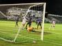 """Sem saber o que é gol no estadual, Fabiano faz cobrança: """"Fico chateado"""""""