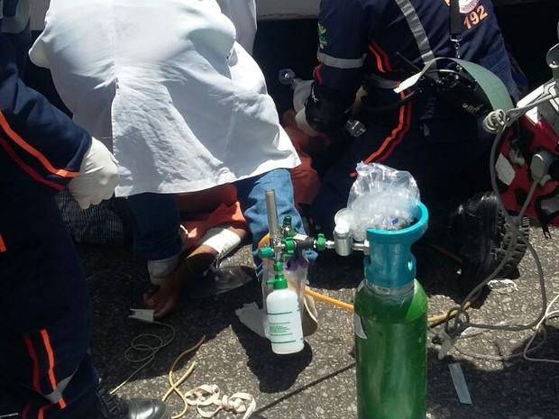 Homem morreu no loca, mulher ficou ferida após colisão (Foto: Sérgio Henrique/Inter TV Cabugi )