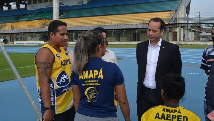 Secretário Nacional do Ministério dos Esportes, Leandro Fróes, em visita ao Zerão (Foto: Abinoan Santiago/GE-AP)