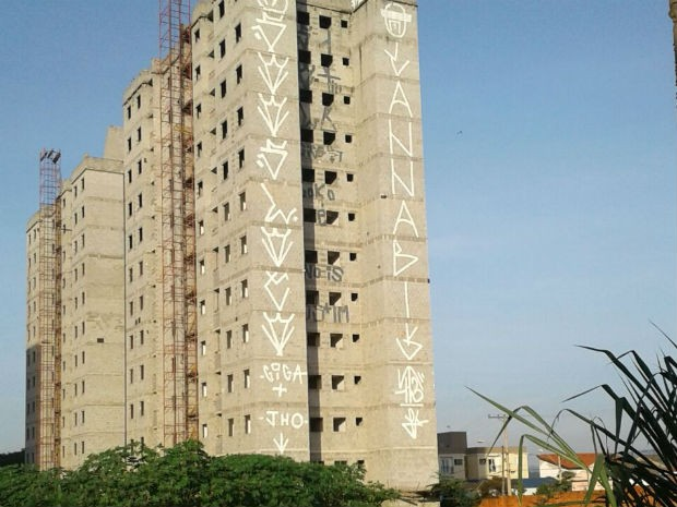 Prédio abandonado pichado por jovens em Sorocaba (Foto: Guarda Civil Municipal/Divulgação)