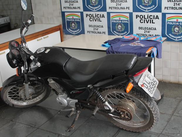 Moto usada pelos bandidos (Foto: Amanda Franco/ G1)