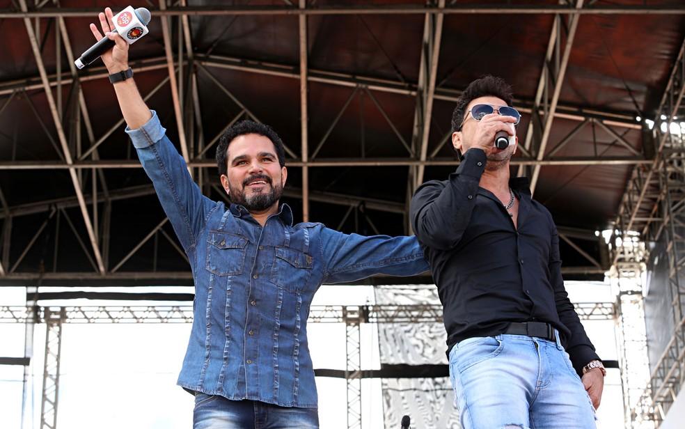 A dupla Zezé di Camargo e Luciano canta na festa de 1º de Maio da Força Sindical (Foto: Celso Tavares/G1)