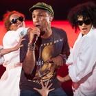 Pharrell celebra alegria e se consagra no fim (Caio Kenji/G1)