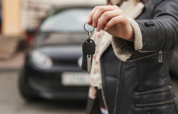 Vendendo o carro  (Foto: Thinkstock)
