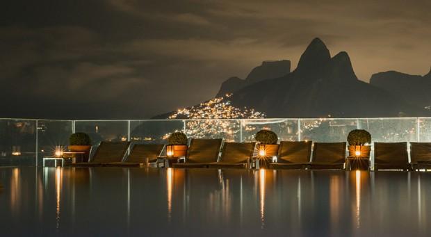 O Hotel Fasano e sua piscina com vista para a praia (Foto: Divulgação)