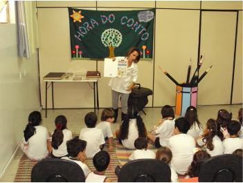 Contação de histórias é umas das atividades do mês de julho em Divinópolis (Foto: Prefeitura de Divinópolis/Divulgação)